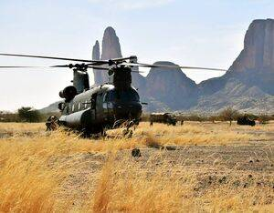 Chinooks from 1310 flight on Op NEWCOMBE recently visited the Hombori Mountians. UK personnel are deployed in non-combat roles on Op NEWCOMBE (CH47) to provide valuable logistical support to French colleagues deployed on Op BARKHANE to counter violent extremists. RAF Photo